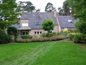 Villa gebouwd in 1992 op een perceel van 27are 75ca met een prachtig aangelegde tuin (vijver en wandelpaden) en veel groen. De oprit met automatische