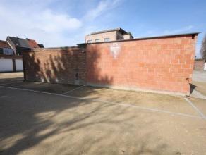 Deze autostaanplaats ligt in een complex en is toegankelijk door een sectionale poort. Ook geschikt voor professionele huurders. Maandelijkse huurprij