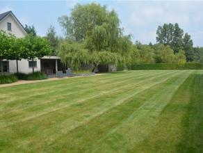 Uitzonderlijk gelegen woning te Bonheiden. +/- 10 jaar geleden volledig gerenoveerd. Bestaande uit: woonkamer met tv-hoek, keuken, wasplaats-berging.