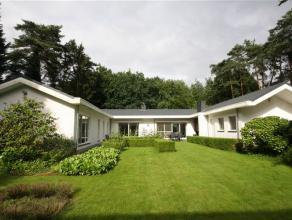 Wie wil er nu niet wonen in een huis, dat de mooie tuin helemaal omarmt? Een mooi uitzicht en mooie perspectieven:  die maken een mens iedere dag blij