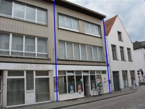 Handelspand met woonst gelegen nabij centrum Mechelen. Het handelspand bestaat uit: commerciële ruimte, kelder, toilet, kleine koer. Het hogergel