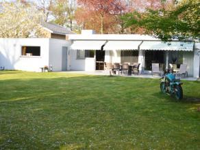 Moderne volledig vernieuwde villa gelegen in een residentiële villawijk te Sint-Kruis. Goed gelegen, nabij Maalse Steenweg, winkels, bushalte, et
