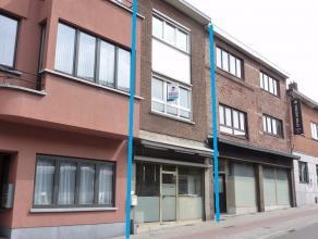 Ruime woning met handelsgelijkvloers en koertje aan het centrum van Kessel-Lo.Deze ruime woning met handelsruimte heeft een commerciële ligging e