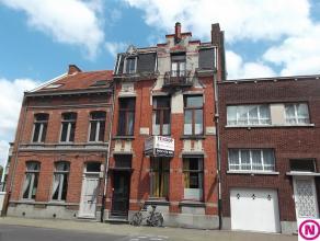 Te renoveren herenwoning in het centrum van Turnhout. Dit herenhuis uit 1928 omvat een renovatieproject, maar biedt veel potentieel. Indeling:Gelijkvl