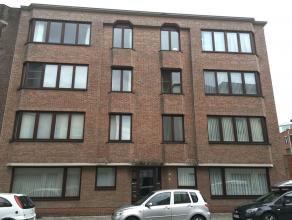 Appartement met 2 slaapkamers op ca. 100 m2 met terras en lift, gelegen in het centrum van Turnhout.Indeling:Inkomhal met gastentoilet die toegang bie