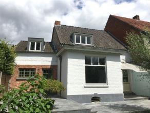 Gerenoveerd herenhuis in het centrum van Retie met mooi terras en tuin op ca. 437 m2.Klein beschrijf mogelijk.Indeling:Gelijkvloers:Inkomhal met doorg
