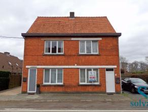Deze ruime woning vlakbij centrum Lovendegem is voorzien van alle hedendaags comfort. De indeling is als volgt; inkom, bureau, woonkamer, ingerichte k