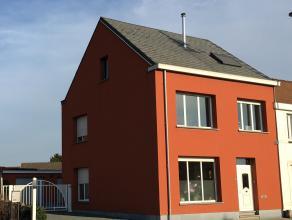 LEEMANS IMMOBILIEN biedt u deze mooi gerenoveerde ééngezinswoning aan. De driegevel woning werd gerenoveerd in 2009 & in 2013. Een w