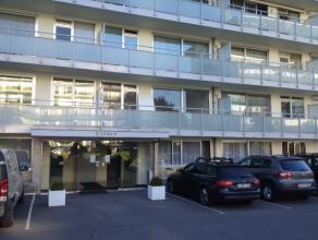 OPPORTUNITEIT: Recent totaal vernieuwd appartement met 2 ruime slaapkamers (14,50m² en 13,00m² - beide slpks hebben toegang tot het  terras
