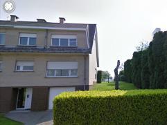 Prima onderhouden bel-étage woning met 3 slaapkamers, rustig gelegen in het centrum van Kobbegem op slechts 2min van het centrum van Asse. Prac