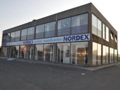 Handelseigendom met een uitstekende commerciële ligging. Momenteel is het een showroom met een commerciële oppervlakte van 600 m². Het