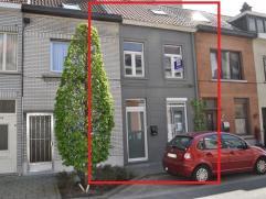 Gezellige woning gelegen in een rustige straat nabij het centrum. De woning werd volledig gerenoveerd en is momenteel in de eindafwerking. Deze woning