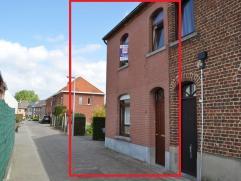 Verzorgde woning HOB gelegen in een rustige straat in nabijheid van winkels, scholen, openbaar vervoer. De woning is uitgerust met zonnepanelen. Er zi