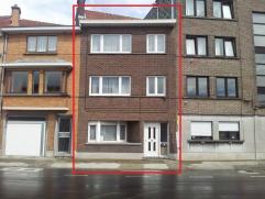 Goed gelegen degelijk gebouwde woning aan de rand van het centrum van Aalst. Deze woning is goed onderhouden en biedt heel wat ruimte. Zo beschikt dez