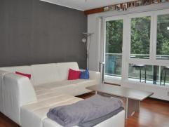 Mooi en zeer goed onderhouden appartement gelegen op het eerst verdiep. Het appartement heeft een goed uitgeruste keuken met toestellen, living, inkom