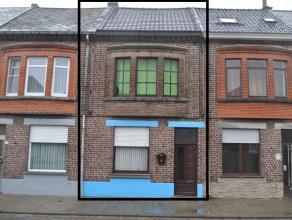 Goed onderhouden woning gelegen in een rustige buurt. Aansluitend aan de living is de open keuken. De woning heeft 3 slaapkamers met de mogelijkheid t
