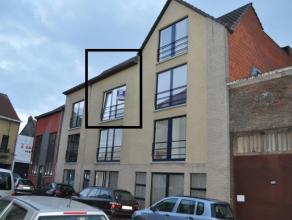 Zeer goed gelegen appartement met twee slaapkamers nabij het centrum. Het is een duplex appartement gelegen op het tweede verdiep, er is een lift aanw