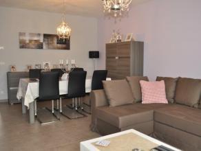Zeer mooi en modern appartement, gelegen nabij het centrum van Erembodegem. Inkomhal, living met veel lichtinval, moderne en volledig uitgeruste keuke