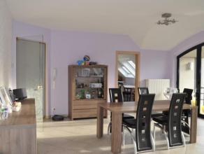 Ruim en modern appartement nabij het centrum van Erembodegem. In het appartement geniet men van heel veel licht inval en ruimte. Moderne keuken met zi