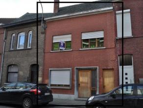 Burgers woning deels gerenoveerd nog verder af te werken. Het is een ruime woning met mogelijkheden. Op het verdiep zijn er drie slaapkamers en de bad
