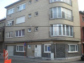 Appartement gelegen nabij het stadspark aan de rand van Erembodegem. Zeer goede ligging op dichte afstand van het station van Erembodegem, scholen en