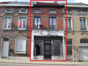 Woning gelegen in het centrum van Aalst. Deze woning heeft diverse mogelijkheden en beschikt over een winkelruimte van 16 m². Het pand is niet in