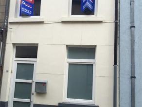 Rustig en centraal gelegen woning in het centrum van Aalst, op 50m van de Nieuwstraat. Voor wie graag in het centrum van de stad woont is dit idiaal g