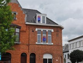 Goed gelegen studentenkamer in het centrum van Aalst. Deze bevindt zich op wandelafstand van 2 hogescholen in Aalst (HoGent en Odisee). De kamer heeft