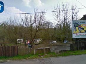 Terrain de 9 ares situé àMont-sur-Marchienne donnant sur 2rues : route de Bomerée et la rue duLutia.Environ 27