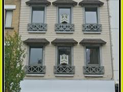 Bel appartement entièrement rénové et situé au centre de La Louvière. Au premier étage de l'immeuble. Il es