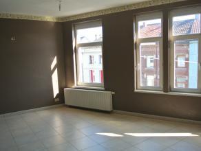 CONTACT : 0471/600.666 En plein Centre de la Ville de Binche, appartement tout confort situé au deuxième étage d'un petit immeub