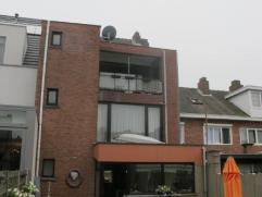 Deze woning is zeer potentieel. De woning is momenteel in gebruik als woonst en een stukje kapsalon. Gelijkvloers hebben we een ruime woonkamer ( met