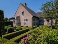 Dit landhuis is gewoon TOP! Na een grondige renovatie in 2012 zijn de huidige eigenaars erin geslaagd dit landhuis te brengen als een pareltje enig in