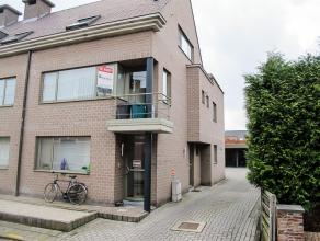 In een rustig straatje, dicht bij het centrum van Retie, ligt dit appartement op de 1 ste verdieping. Wat meteen opvalt is de eigen inkomhal en voorde