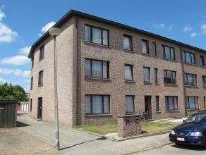 Mooi appartement met 1 slaapkamer, badkamer, keuken en woonkamer. Gelegen op de 2de verdieping, aan de achterkant. Achteraan een bijhorende garage, in