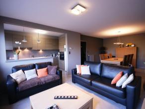Perfect AFGEWERKT, instapklaar, ENERGIEZUINIG appartement met 2 ruime slpks, garagebox en ZUIDgerichte tuin op interessante ligging te Sint-Kruis!INDE