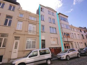 Opbrengsteigendom met 4 appartementen en garage met 8% rendement centrum Oostende!INDELING:Gelijkvloers:Ruime garage (Mogelijkheid tot het plaatsen va