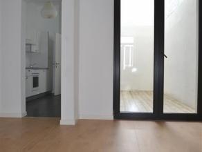 Knap gelijkvloers appartement met een totale oppervlakte van ca 70 m², een kelderberging en een trendy patio. Dit leuke 1-slaapkamerappartement b