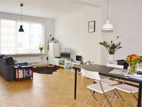 Volledig ruim, gerenoveerd appartement van maar liefst 110m² met 2 slaapkamers, een grote living en 2 terrassen waarvan het grootste Zuidelijk ge