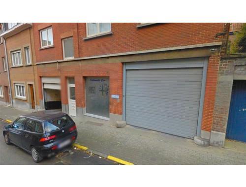 Garage louer woluwe saint lambert 120 fnujv for Garage professionnel a louer