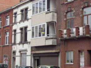 Bel immeuble de rapport en ordre d'urbanisme, comprenant 3 appartements actuellement loués avec un revenu locatif de 1615€ par mois. S