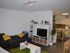 Bel appartement duplex, 2 chambres, proches de toutes les commodités à GILLY.Situation : Chaussée de Lodelinsart, 133/021 &