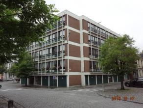 Colocation possible. Bel appartement 3 chambres de 97 m2 au 1er étage de la Résidence Saint-Jacques.Grand living de 32 m2, cuisine &eacu