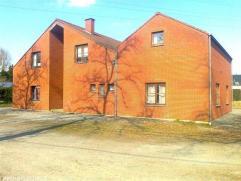 SPIENNES, à 4 km de Mons, sur la grand'route de Beaumont, immeuble de rapport comportant 4 appartements. 2 x 2 chambres 115 m2 et 2 x 1 c