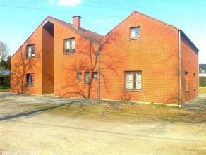 SPIENNES, à 4 km de Mons, sur la grand'route de Beaumont, immeuble de rapport comportant 2 appartements 2 chambres de 97 et 107 m2 et 2 a