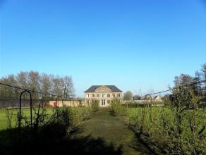 VOORMALIGE ORANGERIE VAN EEN KASTEEL TE MARIAKERKE met grote tuin. Orangeriegebouw met volledig ommuurde tuin aan de rand van Gent. Veel mogelijkheden