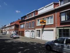 IN OPTIE - Deze woning in Edegem met talrijke mogelijkheden, 2 ruime slaapkamers (3e mogelijk) ligt aan een groot speelplein in de aangename Molenveld