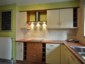 De Huisleverancier nodigt U uit om dit DUPLEX-appartement te komen ontdekken.  Gelegen net buiten het centrum van Kontich in rustige wijk met OPTIMALE