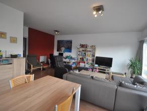 Volledig INSTAPKLAAR mooi gerenoveerd appartement met gigantisch ruime leefruimte, nieuwe keuken en 2 slaapkamers!  Kijk snel verder op www.dehuisle