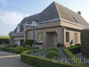 Villa 267 m² op ZW-perceel 14 are in tip verkaveling, naast agrarisch gebied. Inkom op marmer, vestiaire, gastentoilet. Leefruimte 85 m² met